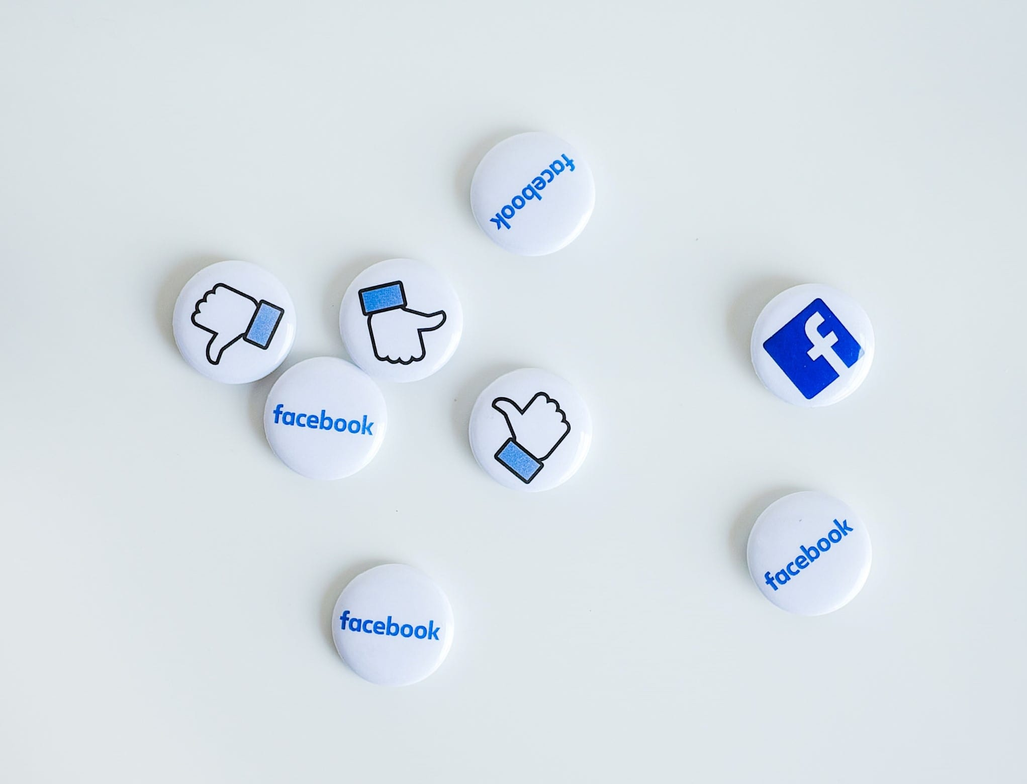 Magnets with the Facebook logo and Facebook thumbs up